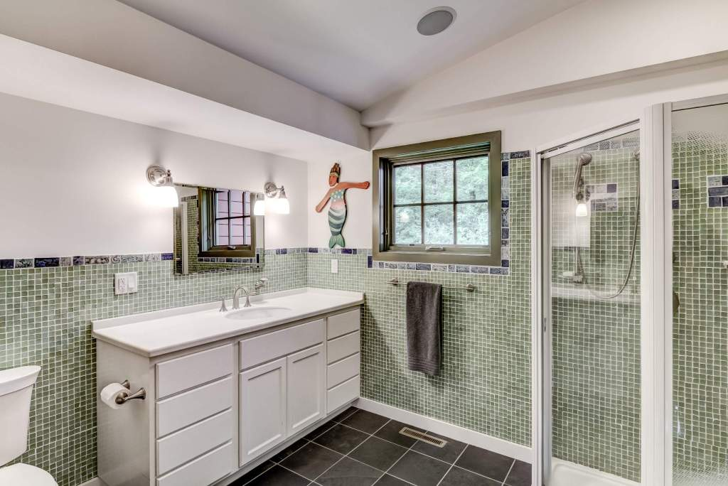 29-12b - Bathroom-2-e (Custom)