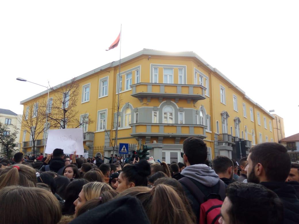 """""""BN"""" paralajmëroi """"Turin e Matematikës"""", maturantët protestojnë. Justifikohet QSHA"""