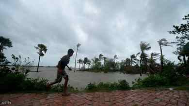 Photo of إعصار قوي يضرب الهند ويشرد الملايين