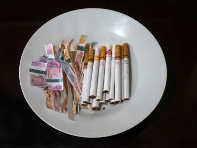 Tiga Strategi Perokok Menyiasati Kenaikan Cukai Rokok