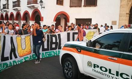 Con protestas reciben a Iván Duque los estudiantes en Cartagena