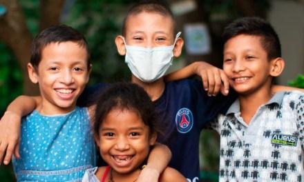 BOLIVARENSE POSITIVO: ¡Se cambian tapas plásticas por sonrisas!