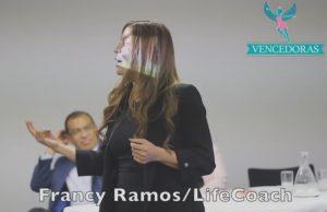 MedicalWebApps patrocinador en el evento Vencedoras Colombia con la conferencista en estrategias de felicidad Francy Ramos