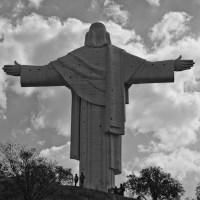 In the Shadow of the 'Cristo de la Concordia' *** W cieniu Chrystusa