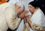 Modi with Lata and Asha in Pune