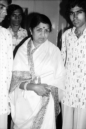 Lata with classical musicians