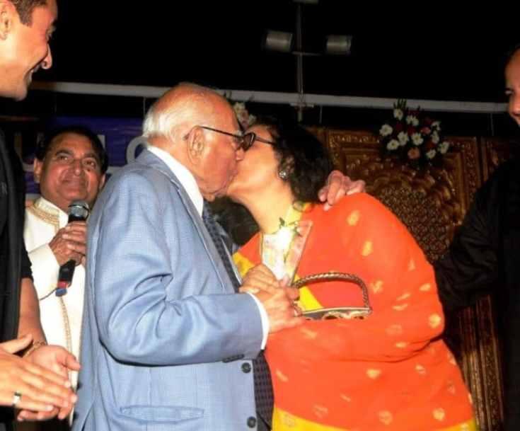 Ram-Jethmalani-Kissing-Leena-Chandavarkar