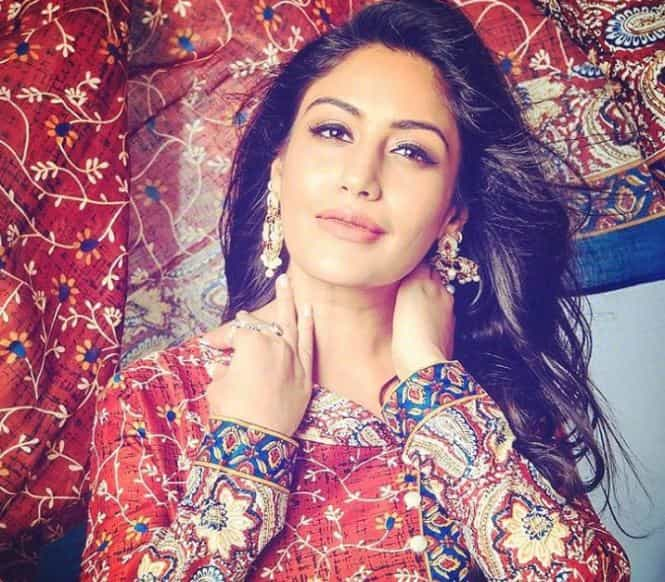 Surbhi Chandna Biography, Age, Family, Net Worth in 2020