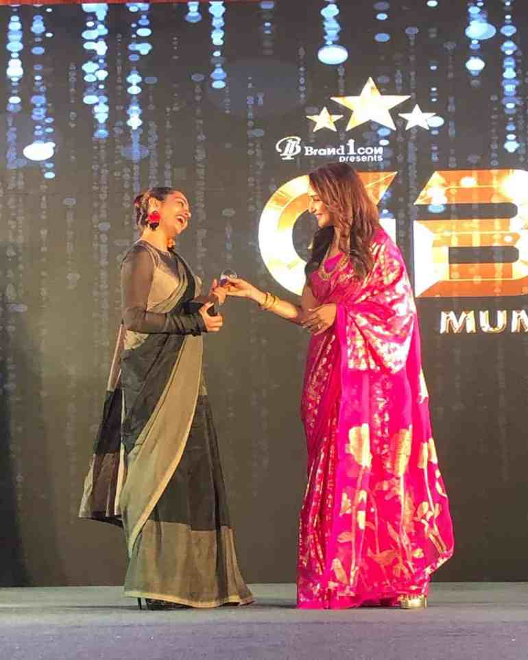 Apoorva Arora getting Award from Madhuri Dixit