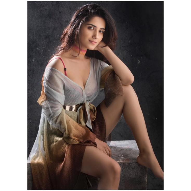 Ruhani Sharma Hot