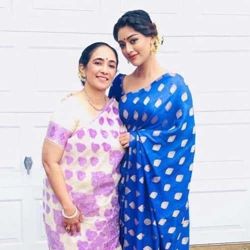 anu-emmanuel-with-her-mom