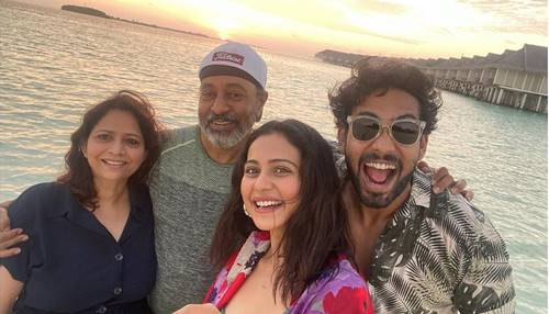 Rakul-Preet-Singh-with-parents-and-brother