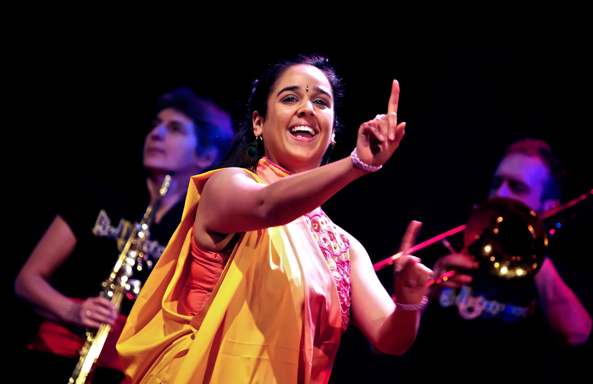 bollywood-brass-band–sliders–book-us–venues–004