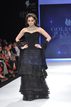 08 Dia Mirza in a Jashn Black Lace Lehenga & Duppata at IIJW 2012