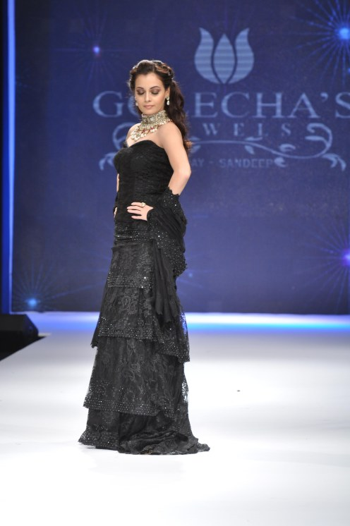 09 Dia Mirza in a Jashn Black Lace Lehenga & Duppata at IIJW 2012