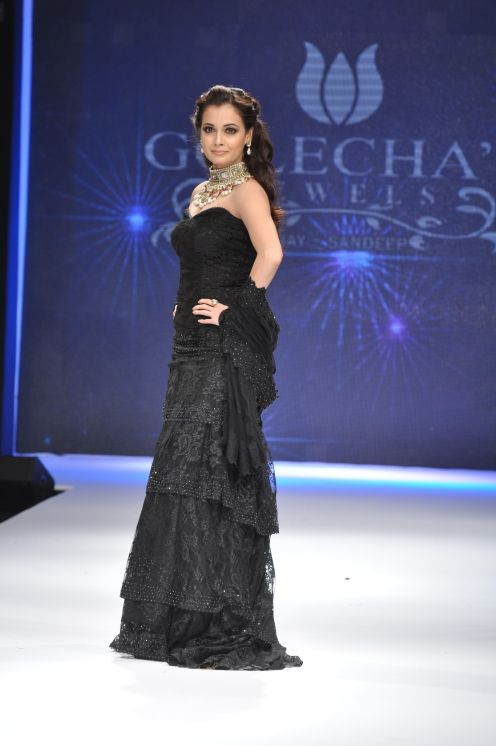10 Dia Mirza in a Jashn Black Lace Lehenga & Duppata at IIJW 2012