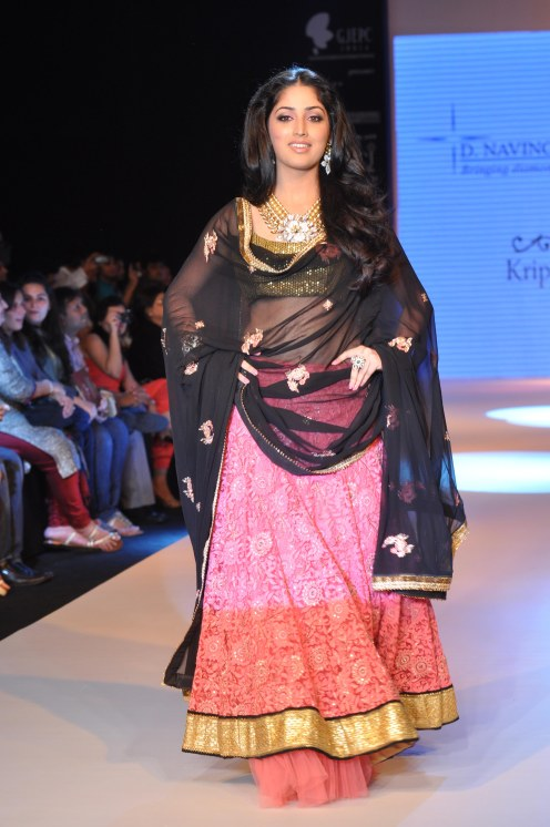 23 Yami Gautam wearing Peach colored Lehenga with short choli with Black Georgette Dupatta at IIJW 2012