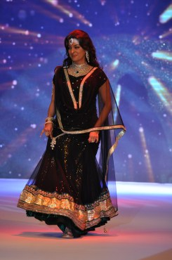29 Juhi Chawla looked stunning in Jashn Black Net Lehenga & Georgette Kurti at IIJW 2012