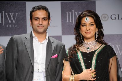 38 Rahuul Jashnani (MD & Cheif Designer JASHN) & showstopper Juhi Chawla posing for photo opps after the show at IIJW 2012