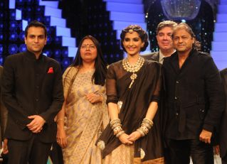 Rahuul Jashnani walking the Ramp with Sonam Kapoor & other Partners at the Final day of IIJW 2012