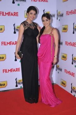 Kajal Aggarwal & Kasthuri at the Red Carpet of '59th !dea Filmfare Awards 2011' (South) on 8th July at Jawaharlal Nehru indoor stadium, Chennai.