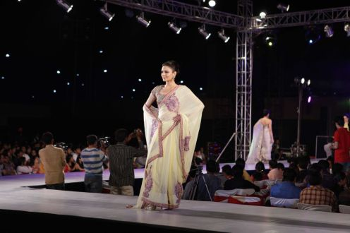 38 - Anchal Kumar walks the ramp for designer Asif Shah's collections in Indore at Sayaji Palace.