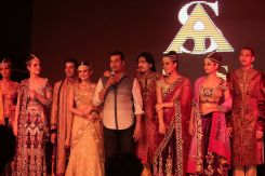 65 - Designer Asif Shah interacting with the audience after the Fashion Show in Indore at Sayaji Palace..