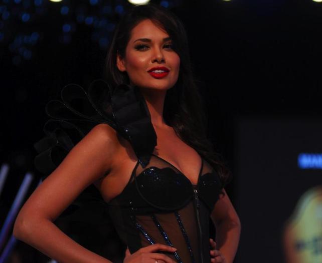 Blender's Pride Fashion Tour 2012 SANKET SAVALIYA (16)