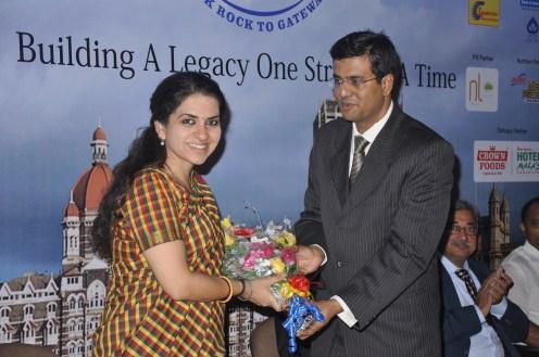 Sachin Girishkumar, Co-Founder Square Off felicitating Shaina N.C, Executive World Chairperson, GIANTS International at the Press Conference of Square Off Mumbai Swimmathon 2013