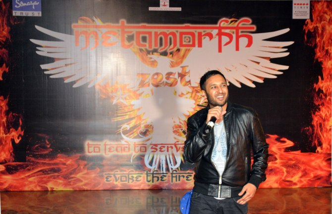 Ash King was Spot performing a surprise concert at Somaiya College Fest