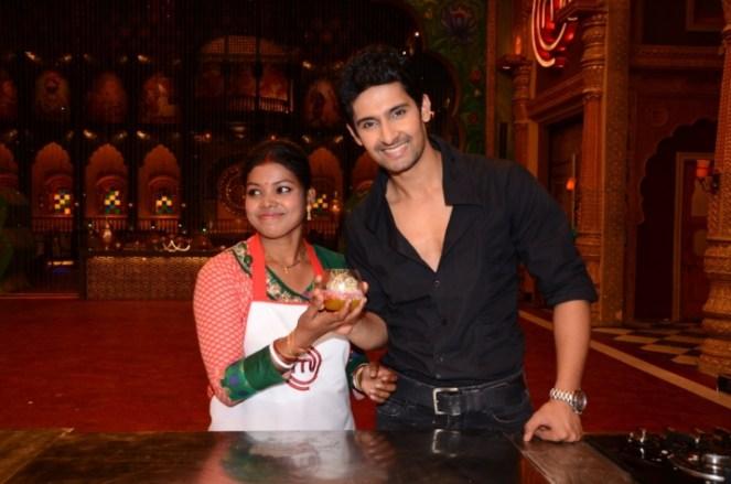 Ravi Dubey with Khokhu Patra at MasterChef cook-off 1