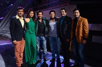 The Judges of Nach Baliye-5 and Masterchef India Kitchen ke superstar pose for a picture on the set of Nach Baliye-5. Catch them at 9 pm on Sunday o