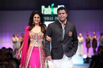 Showstopper Anjana Sukhani & Designer Karan Raj at the finale of 'Fashion Me 2013' in Dubai