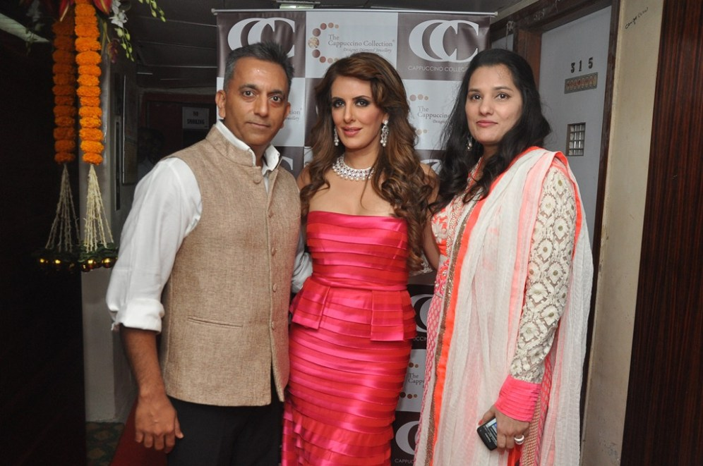 04-(L-R) Manish Shah,Director CC,Designer Pria Kataaria Puri & Jyoti Shah,Director CC@Cappuccino Collection Store Launch