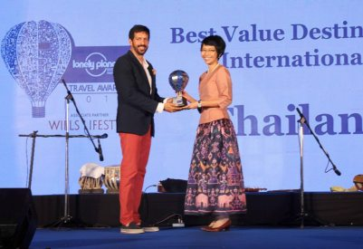 Kabir Khan giving a Trophy at 'The Lonely Planet Magazine India Travel Awards 2014'.1
