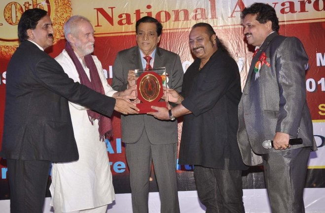 Leslie Lewis receiving '10th Excellence National Awards 2014 for Contribution to India & Global Music'