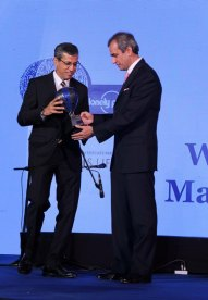 Tarun Rai (CEO, Worldwide Media Ltd) giving an award at the Blue carpet of 'The Lonely Planet Magazine India Travel Awards 2014'