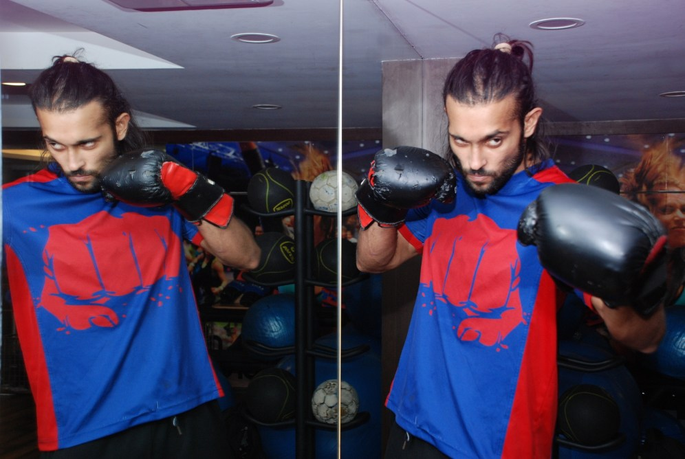 Actor Akhil Kapur promoting The Wolverine workout at Gold's Gym, Bandra