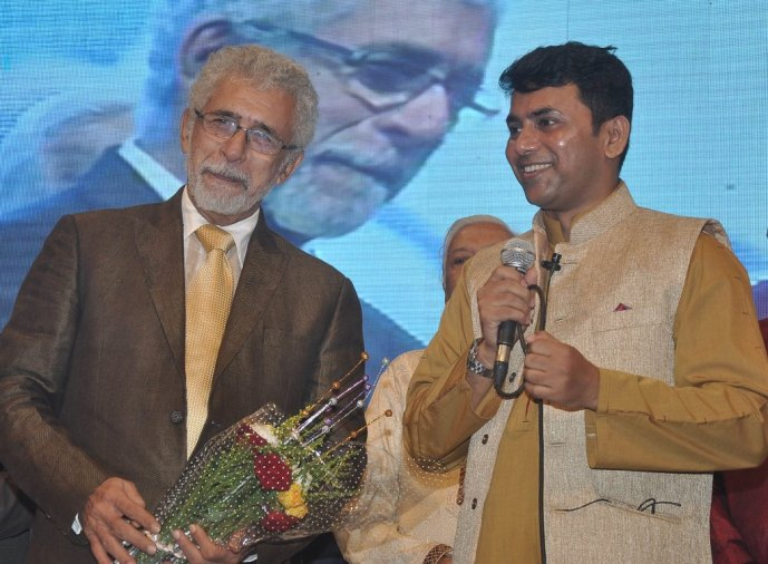 Naseeruddin Shah released Quaiser Khalid's Poetry at Pasbaane Adab's 'Third Inrenational Poetry Festival'.2