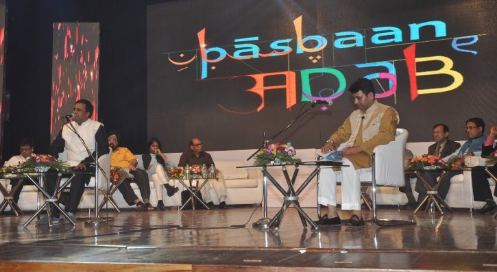 Quaiser Khalid narrarting his Poetry released by Naseeruddin Shah at Pasbaane Adab's 'Third Inrenational Poetry Festival'.