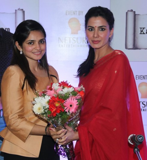 Sonia Gandhi (founder) with Actress Kirti Kulhari at the launch of kalamwali.com 'a world of words'