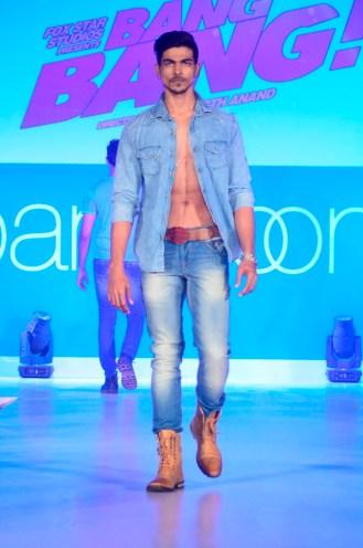 04-Model walking@launch of Bang Bang inspired Pantaloons Collection