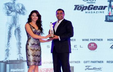 Urvashi Rautela presenting Car of the Year to Porsche Macan at the 7th TopGear Awards.