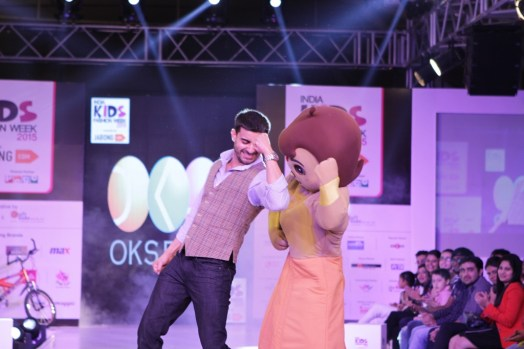1Gautam Rode walks the ramp as showstopper for Oks Boys on second day of IKFW 2015