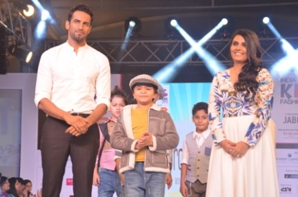 Showstoppers Upen Patel & Shivansh Kotia with Vidhi Sheth of Brownbows at IKFW