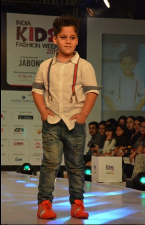 Tanaaz Currim's son Zeus at IKFW for Brown Bows (2)