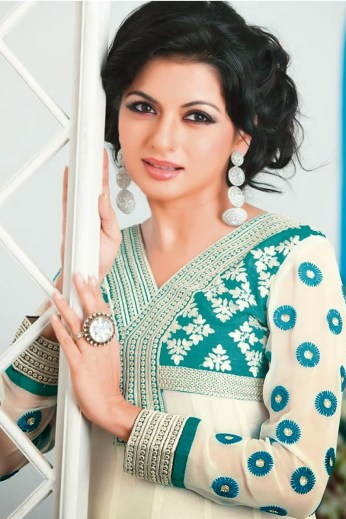 bollywood-red-bhagyashree