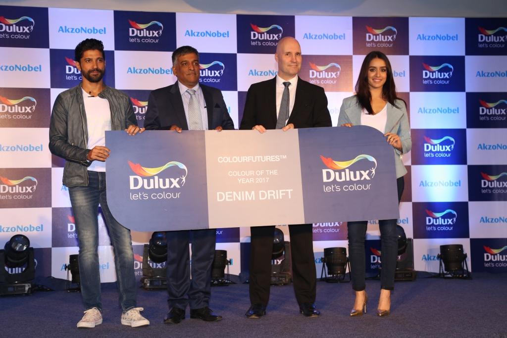 Dulux, Farhan Akhtar , Shraddha Kapoor
