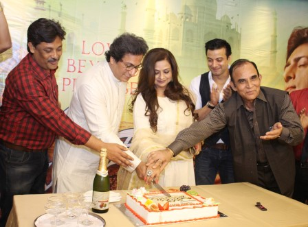 Ravindra Singh, Talat Aziz, Neelima Azim, Rahul Bhatt and Shakeel Akhtar at Majaz - Ae Gham-e-Dil Kya Karun success party at Raheja Classique Club