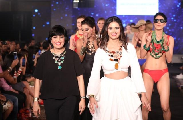 Minakshi Dixit with Mona Shoroff at IIFW